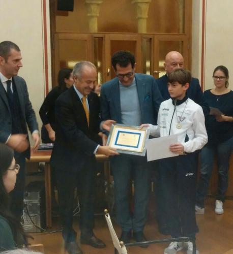 Premiazione Studente Sportivo. Con Alberto il sindaco, il Presidente Panathlon e gli Assessori allo Sport ed alla Cultura